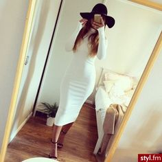classic glamour-love this white midi dress Fashion Killa, Look Fashion, Womens Fashion, Style And Grace, My Style, White Midi Dress, White Turtleneck Dress, White Maxi, Dress Black