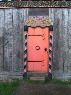 viking design door Wondering where viking designs end and celtic knotwork… Door Knockers, Door Knobs, Door Handles, Porches, Cool Doors, Unique Doors, Entrance Doors, Doorway, Viking Designs