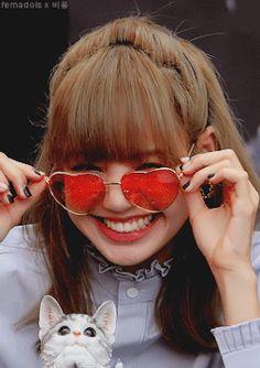 Gifs, Yg Entertainment, Mode Ulzzang, Smile Icon, Smile Gif, Lisa Blackpink Wallpaper, Smile Wallpaper, Blackpink Members, Blackpink Video