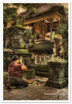 Ubud Market, Bali - Morning Prayer