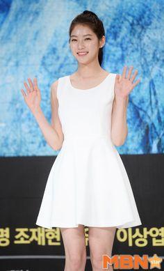 공승연 '샤방샤방한 손인사' [MBN포토] Cute Asian Girls, Beautiful Asian Girls, Gong Seung Yeon, Korean Star, Korean Outfits, Korean Actresses, Beauty Queens, Asian Beauty, White Dress