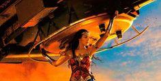 """A estreia de """"Mulher-Maravilha"""" é hoje. Se você ainda está na dúvida se vai assistir ou não, saiba que no siteRotten Tomatoesele atingiu a marca de 92%. O que isso significa…"""