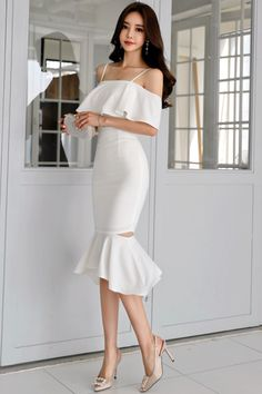 Son Youn Ju ❤️ Cute Skirt Outfits, Classy Outfits, Stylish Outfits, Dress Outfits, Fashion Dresses, Dress Up, Moda Outfits, Simple Dresses, Elegant Dresses