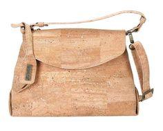 Eine absolut elegante Tasche aus hellem Kork mit Schultergurt: http://www.korkstyle.de/handtaschen/schultertaschen/389/schultertasche?c=15