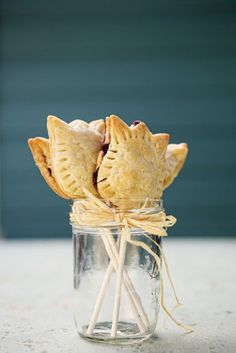 Homemade Wedding Favors - Pie Pops for the dessert buffet http://thingsfestive.blogspot.com/2012/08/homemade-wedding-favors-pie-pops.html