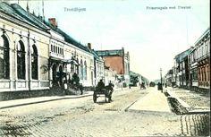 Sør-Trøndelag fylke TRONDHJEM, Prinsensgade med Theatret kolorert kort Utg C.A. Erichsen Trondhjem tidlig 1900-tall