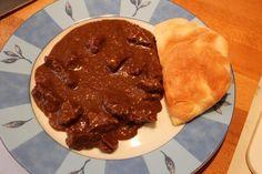 Chilis, csokoládés, vörösboros marharagu     Már nagyon régóta terveztem, hogy valami csokis-chilis húst fogok itthon készíteni, de úgy gondoltam, hogy mindaddig ezt hanyagolom, míg az erre megfelelő hús nem áll a rendelkezésemre. A napokban a hentesünknél nagyon szép és egészséges marhahúsokat kaptunk, így belevágtam a... Chili, Pie, Cookies, Breakfast, Blog, Torte, Crack Crackers, Morning Coffee, Cake
