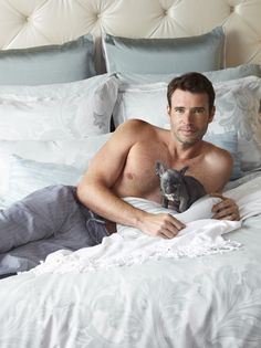 Shirtless Scott Foley AND shirtless Tony Goldwyn holding puppies...