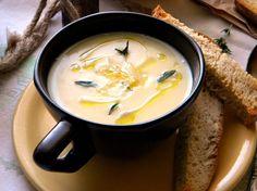 Supa crema de usturoi Romanian Food, Cheeseburger Chowder, Brunch, Food And Drink, Soup, Tasty, Sweets, Vegan, Meals