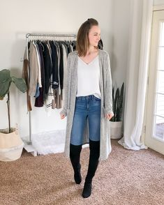 Fall/Winter Date Night Outfits - Capsule Wardrobe Style - Dani Thompson Business Casual Womens Fashion, Business Casual Outfits, Cute Sweater Outfits, Sweater Fashion, Capsule Outfits, Capsule Wardrobe, Fashion Night, Autumn Fashion, Spring Fashion