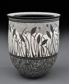 lloyd pottery sgraffito Steve and Becky Lloyd- you have to see their beautiful work up close to believe it! Sgraffito, Pottery Painting, Pottery Vase, Ceramic Pottery, Thrown Pottery, Slab Pottery, Ceramic Techniques, Pottery Techniques, Earthenware