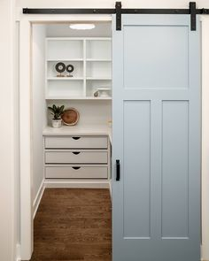 "Home Bunch (@homebunch) on Instagram: ""#Kitchen #pantry with blue #barndoor. How pretty! See more details on Home Bunch blog, including…""https://instagram.com/p/Bb7TxU1gARu/"