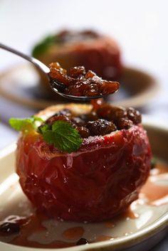 Mere coapte - Andreea Raicu Recipe D, Ayurvedic Recipes, Torte Cake, Romanian Food, Baked Apples, Fruit Recipes, Caramel Apples, Healthy Cooking, Vegan Gluten Free