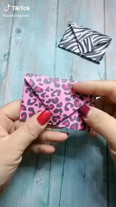 Diy Crafts Hacks, Diy Crafts For Gifts, Diy Home Crafts, Cool Paper Crafts, Paper Crafts Origami, Fun Crafts, Paper Folding Crafts, Diy Paper, Instruções Origami