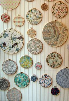 10 Upcycled Art Projects: If You Love It, Hang It! Embroidery hoops & well-chosen fabric swatches – great idea for a sewing or crafting room wall. Fabric Wall Art, Fabric Decor, Fabric Display, Framed Fabric, Fabric Wall Hangings, Fabric Walls, Embroidery Hoop Crafts, Arts And Crafts, Diy Crafts