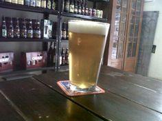 Cerveja Pirate's Flip, estilo India Pale Ale (IPA), produzida por Weird Barrel Brewing Co, Brasil. 3.8% ABV de álcool.
