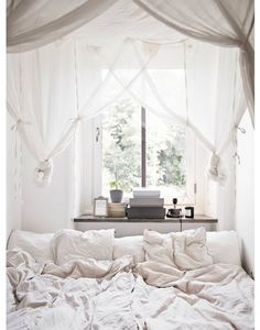 18 Small Bedroom Design Ideas - Decorate A Stylish Tiny Bedroom - Page 13 Dream Bedroom, Home Bedroom, Bedroom Decor, Canopy Bedroom, Bedroom Ideas, Magical Bedroom, Bedroom Inspiration, Bedroom Nook, Canopy Beds