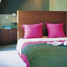 Un maximum de rangements dans la chambre : la tête de lit à rangements