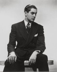 Tyrone Power my Papa's look alike Old Hollywood Glamour, Hollywood Fashion, Golden Age Of Hollywood, Vintage Hollywood, Classic Hollywood, Hollywood Style, Vintage Glamour, Vintage Men, Tyrone Power