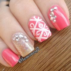 Love this pink and sparkly nail art
