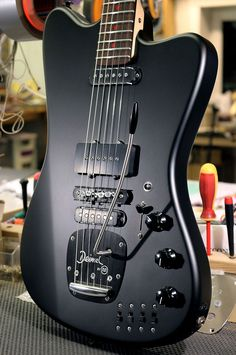 Custom Electric Guitars, Kill Switch, Band Logos, Cool Guitar, Theatre, Grunge, Music Instruments, Film, Building