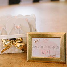 Gold flip-flops for dancing