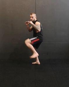 Self Defense Moves, Self Defense Martial Arts, Kung Fu Martial Arts, Martial Arts Workout, Martial Arts Training, Mixed Martial Arts, Boxing Training Workout, Mma Workout, Muay Thai Training