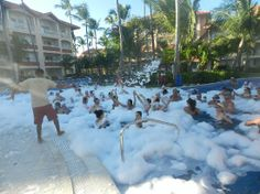 Majestic Elegance Punta Cana: Pool party in the Hotel Majestic Elegance