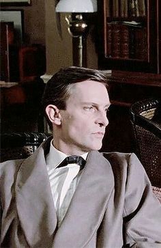 Holmes at Baker St. The case of thr Enginers thumb. Sherlock Holmes Short Stories, Jeremy Brett Sherlock Holmes, Holmes Movie, League Of Extraordinary Gentlemen, Dr Watson, 221b Baker Street, Arthur Conan Doyle, Private Life, Many Faces