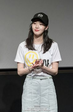 """Kim Go Eun Update ⚠ Kim Go Eun last July 2018 at the Guerilla Stage Greeting event in Lotte Cinema World Tower❤ (c) as tagged Korean Actresses, Korean Actors, Kim Go Eun Goblin, Kim Go Eun Style, Korean Girl, Asian Girl, Goblin Korean Drama, Denim Skirt Outfits, Korean Street Fashion"
