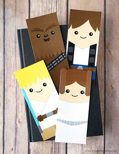 Free Printable Star Wars Bookmarks - Printable Star Wars - Ideas of Printable Star Wars - Print out theseFree Printable Star Wars Bookmarksto save your spot in your favorite book! Disney Bookmarks, Free Printable Bookmarks, Printable Star, Printable Crafts, Star Wars Birthday, Star Wars Party, Disney Diy, Disney Crafts, Star Ears