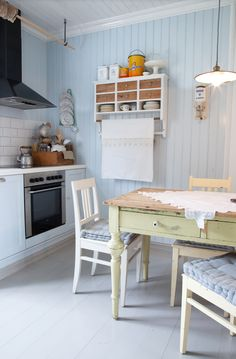 I LOVE this pale blue with white cabinetry . Possible kitchen colors— oh, the choices! Small Cottage Kitchen, Warm Kitchen, Cottage Kitchens, Kitchen Decor, Kitchen Colors, Country Kitchen, Kitchen Dining, Scandinavian Cottage, Modern Scandinavian Interior
