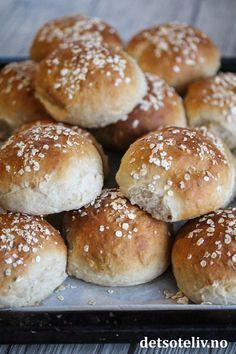 Myke havrerundstykker   Det søte liv Hamburger, Baking, Recipes, Bakken, Recipies, Burgers, Ripped Recipes, Backen, Sweets