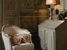 Decorating With The French Bergère Chair - decoration,wood,wood working,furniture,decorating French Decor, French Country Decorating, Country French, Elegant Homes, Romantic Homes, Take A Seat, Decoration, French Antiques, Interior And Exterior