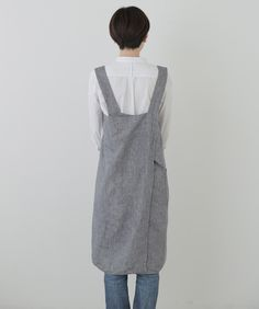 A Fog favorite! Slip it over your head and it will nicely drape into a criss-cross fit along the back. The straps are wide and the body offers full coverage allowing you to get down to business. Sewing Aprons, Sewing Clothes, Diy Clothes, Linen Dress Pattern, Japanese Apron, Diy Fashion, Fashion Outfits, Frocks For Girls, Linen Apron