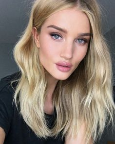 The Secret To Rosie Huntington-Whiteley's Perfect Lips Makeup Trends, Hair Trends, Makeup Ideas, Makeup Tutorials, Make Up Looks, Make Up Inspiration, Corte Y Color, Perfect Lips, Celebrity Beauty