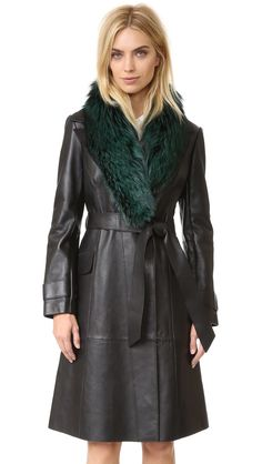 ¡Cómpralo ya!. Diane Von Furstenberg Valinda Trench Coat - Black. Patchwork lambskin composes this unstructured Diane von Furstenberg trench coat. A slim self belt and snaps fasten the front. Detachable fox fur trim details the notched lapels. Flap front pockets. Contrast, unlined interior. Fur: Dyed fox, from China. 100% lambskin. Leather clean. Imported, India. Measurements Length: 40.25in / 102cm, from shoulder Measurements from size S THIS ITEM CANNOT BE SHIPPED OUTSIDE THE USA…