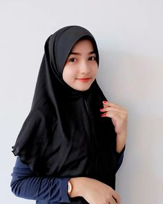 Beautiful Muslim Women, Beautiful Hijab, Indonesian Girls, Muslim Girls, Hijab Fashion, Asian Woman, Paper Art, Dan, Beauty