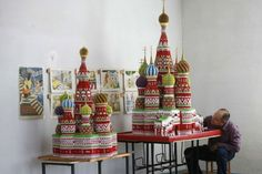The man who made Moscow from paper: Teacher's incredible origami models of iconic Russian cathedral Origami Man, Origami Modular, Man Crafts, Crafts For Kids, Arts And Crafts, Moscow Cathedral, Paper Architecture, Russian Architecture, Unique Architecture