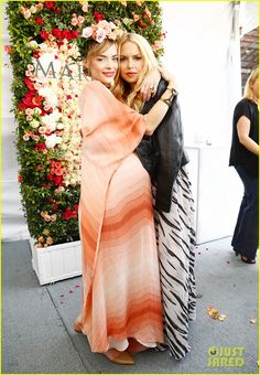 jaime king super saturday event 07 Jaime King is positively glowing while hanging out with Rachel Zoe at the Mary Kay Lounge at OCRF's 2015 Super Saturday LA on Saturday (May 16) in Santa Monica,…