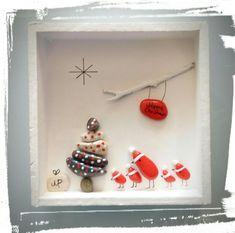 Christmas Pebble Art, Christmas Rock, Pebble Pictures, Stone Pictures, Rock Crafts, Christmas Crafts, Christmas Ornaments, Pebble Stone, Stone Art