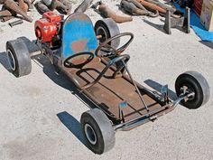It was here that the first karting club, the Go Kart Club of America (GKCA), was formed in 1957 - Rod And Custom Magazine Build A Go Kart, Diy Go Kart, Mini Jeep, Mini Bike, Karting, Vintage Go Karts, Kart Cross, Go Kart Frame, Homemade Go Kart