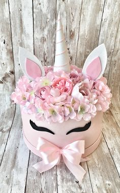 Hat Box Flowers, Diy Flower Boxes, Flower Box Gift, Candy Flowers, Flower Hats, Diy Flowers, Paper Flowers, Bouquet Box, Unicorn Jewelry