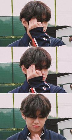 Bts Taehyung, Daegu, Gyu, Bts Aesthetic Pictures, Bts Korea, Bts Pictures, Bts Photo, Poses, Bts Boys