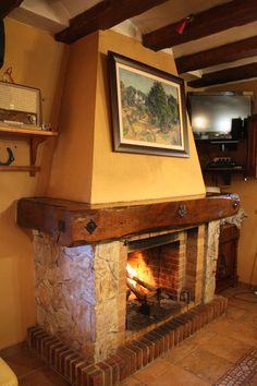 Tallado en madera on pinterest libros little free - Chimenea rustica de ladrillo ...
