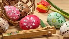 Lovely Painted Easter Eggs Wallpaper free desktop backgrounds and wallpapers Background For Photography, Photography Backdrops, Easter Backdrops, Egg Photo, Painting Competition, W Hotel, Egg Basket, Easter Art, Coloring Easter Eggs