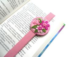 Felt embroidered floral bookmark with elastics, gift for booklover, back to school gift