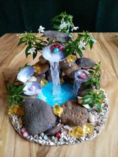 Garden Crafts I brought my love for nature into my living room since our summer season will be going really busy. I just imagined myself going to this pearly wonderful waterfall while making this craft. Rock Crafts, Resin Crafts, Diy And Crafts, Decor Crafts, Fairy House Crafts, Garden Crafts, Mini Fairy Garden, Fairy Garden Houses, Fairies Garden
