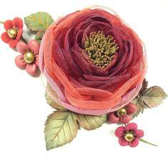 Купить Вальс Бордовой Долины. Брошь с цветами из ткани и натуральной кожи - бордовый, розовый, красный