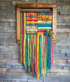 Woven wall hanging by Telaresyflecos on Etsy Weaving Textiles, Weaving Art, Loom Weaving, Tapestry Weaving, Hand Weaving, Weaving Wall Hanging, Wall Hangings, Yarn Wall Art, Weaving Projects